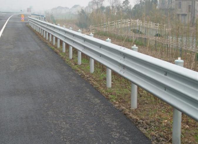 波形梁护栏材料与构造